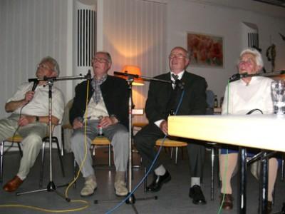 Live-Moderation der alten Fotos am Bilderabend in 2006