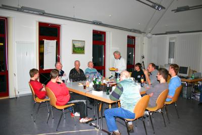 Alt und Jung an einem Tisch in 2006 - Recherche für den Dokumentarfilm