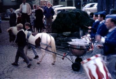 Pony zieht Trommel
