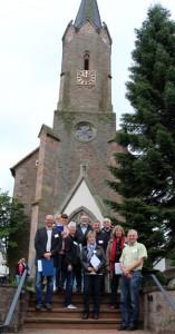 Die Bewertungskommission vor unserer Kirche